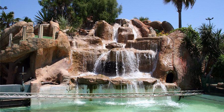 piscinas con cascadas