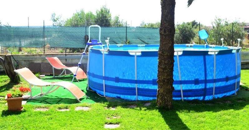 como limpiar una piscina desmontable vacia